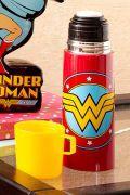 Garrafa Térmica de Inox com Caneca de Plástico Wonder Woman Logo