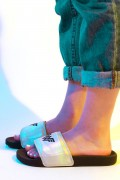 Chinelo Slide DC Comics Mulher Maravilha 1984 Holográfico