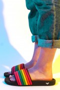 Pré-Venda Chinelo Slide DC Comics Mulher Maravilha 1984 Rainbow