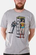 Camiseta Masculina Wonder Woman Telephone