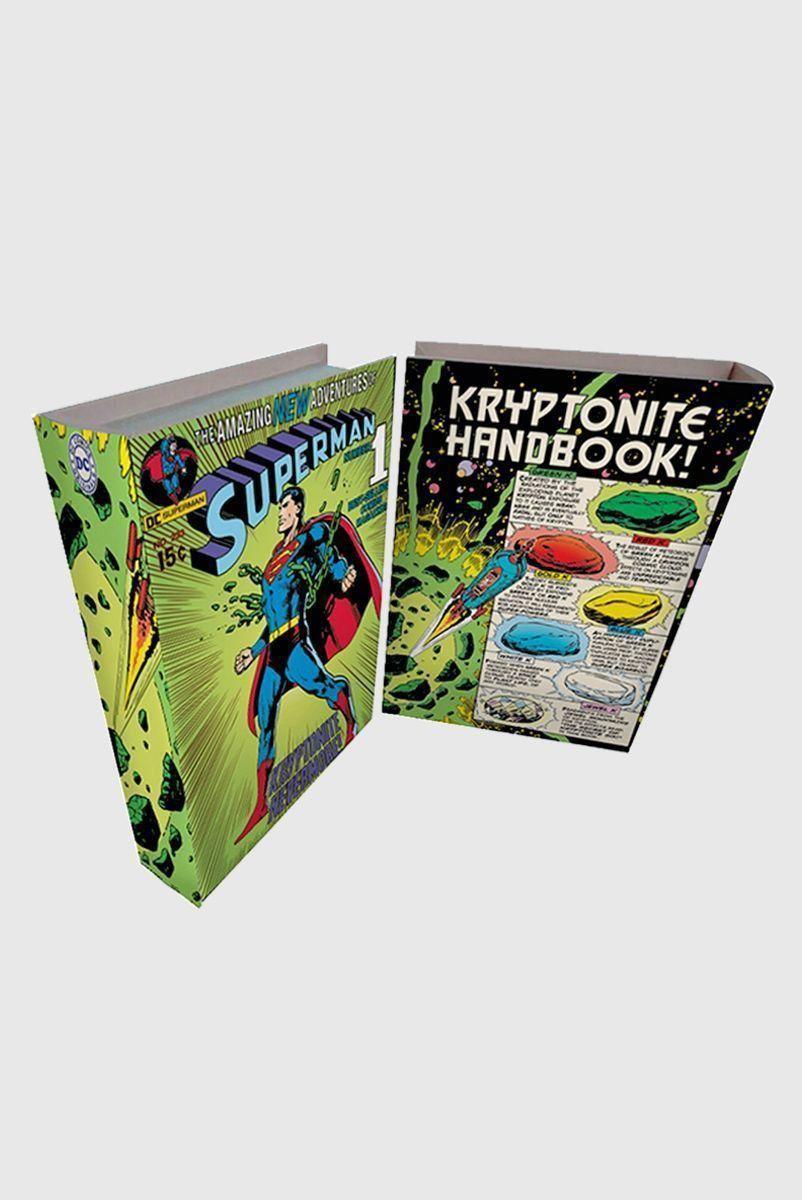 Caixa Livro de Madeira Superman Kryptonite Handbook