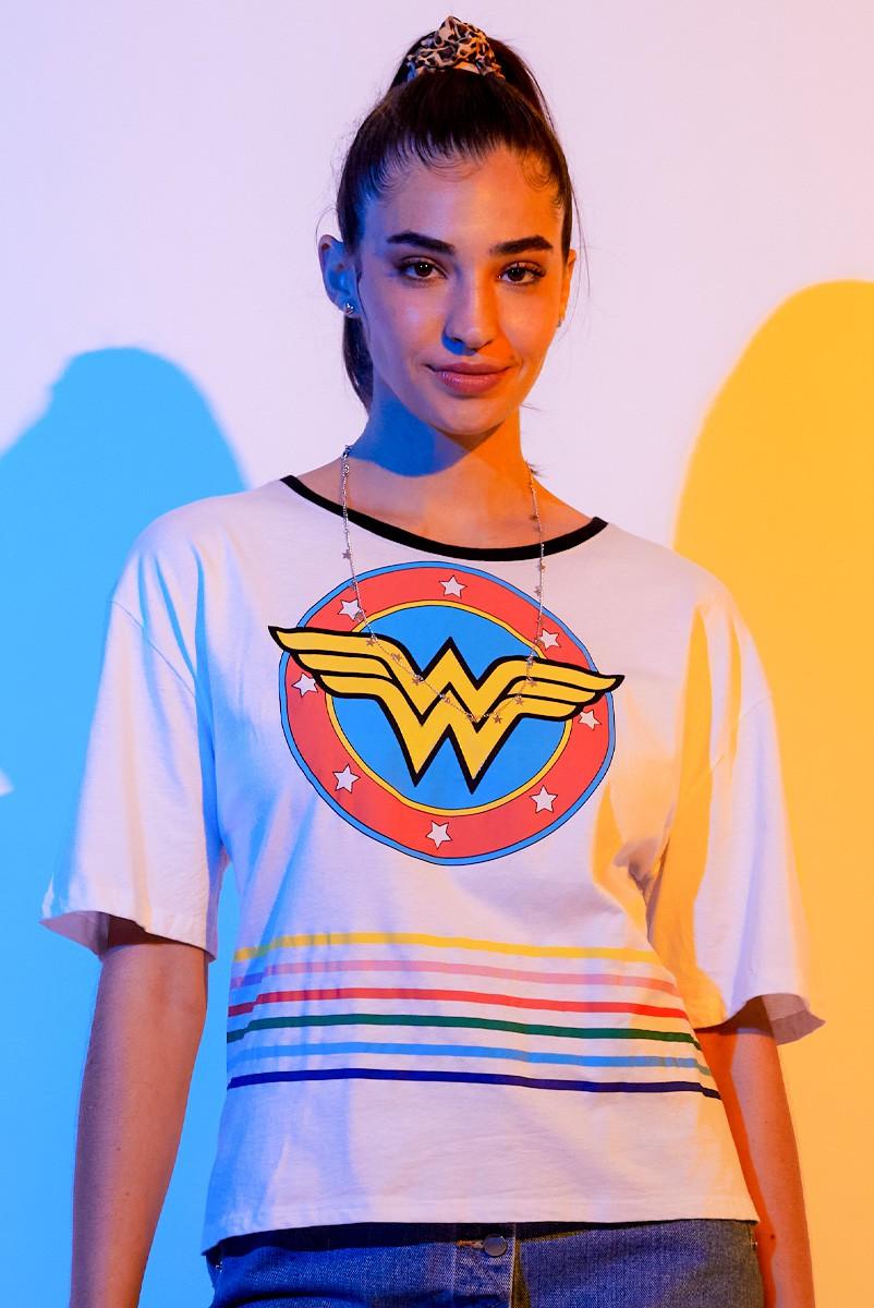 Camiseta Box Feminina Mulher Maravilha Logo Retrô