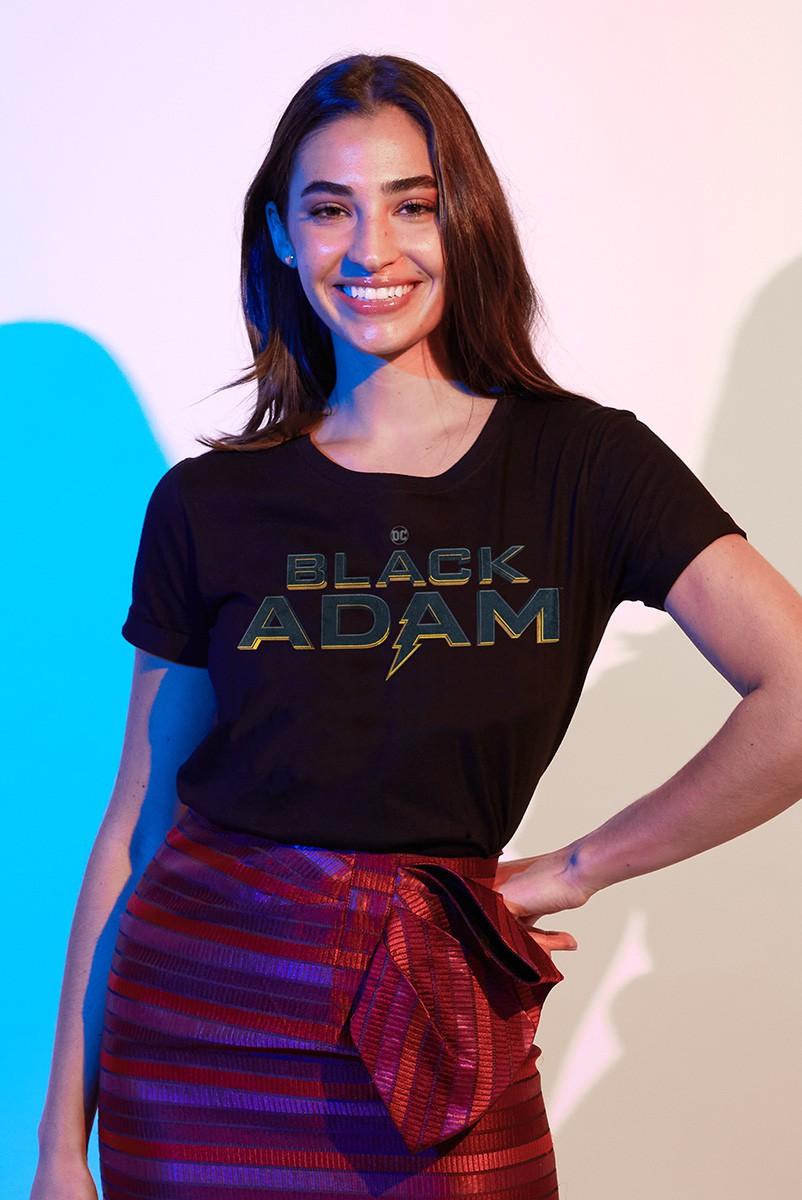 Camiseta Feminina Fandome Adão Negro Logo