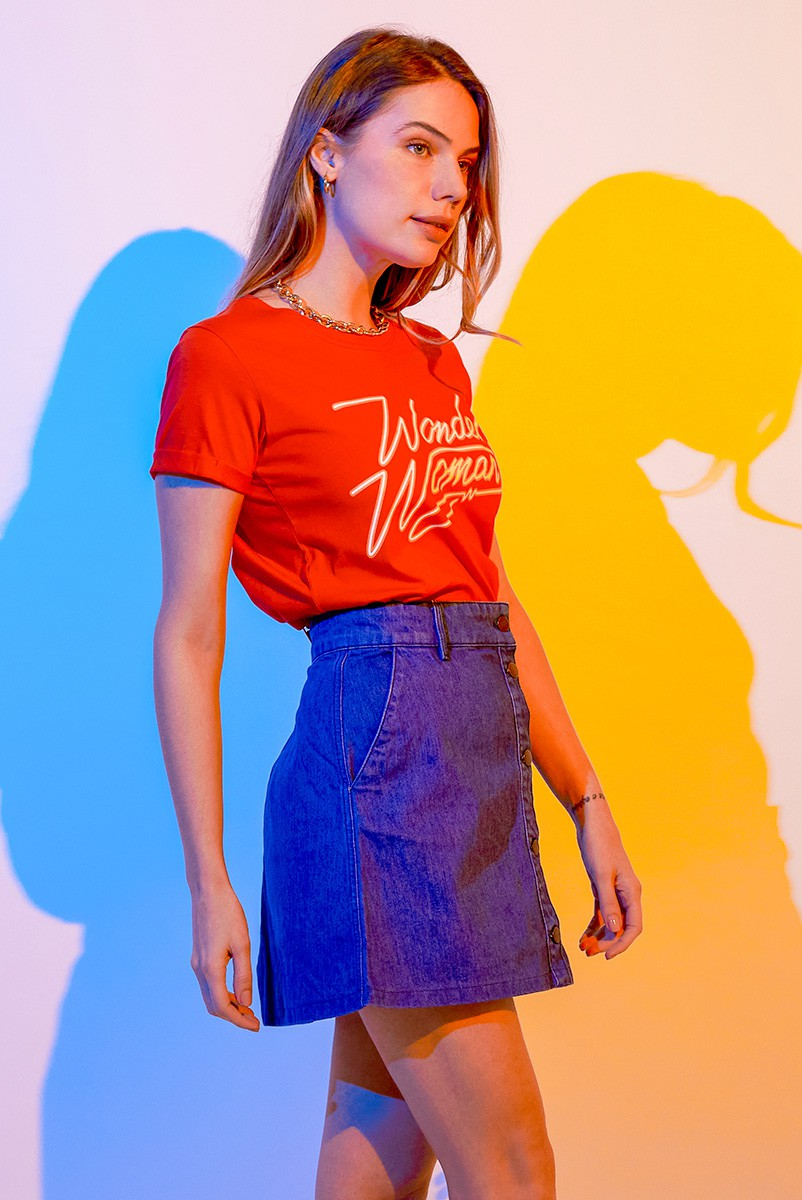 Camiseta Feminina Mulher Maravilha 1984 Assinatura