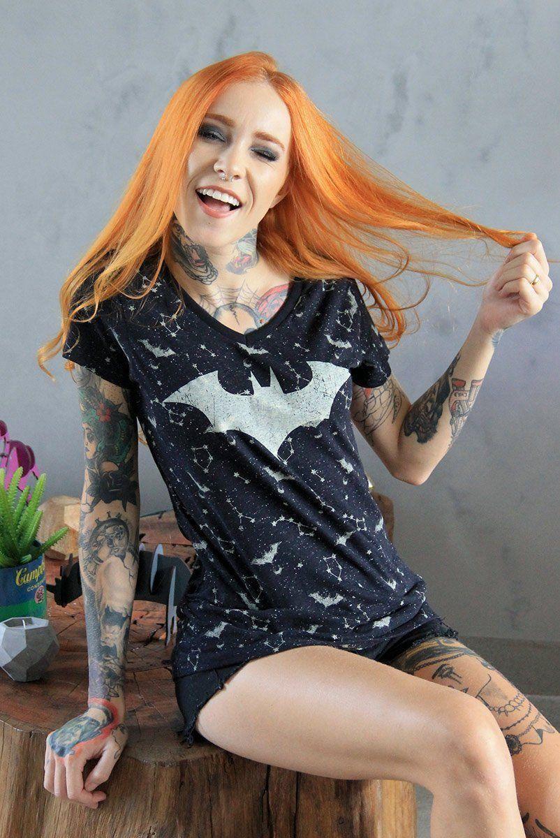 Camiseta Gola V Feminina Batman Astrology