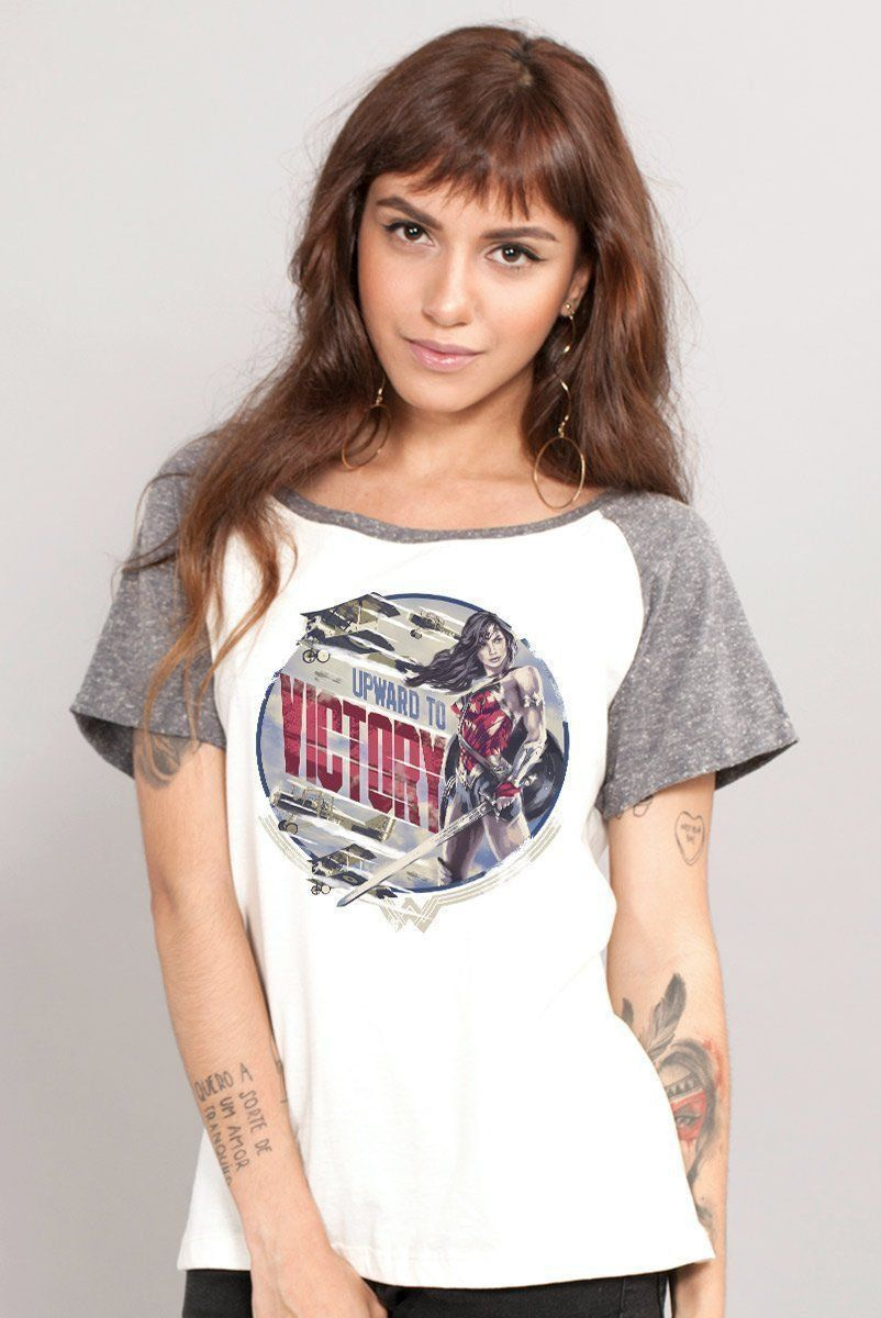 Camiseta Raglan Feminina Wonder Woman Upward to Victory