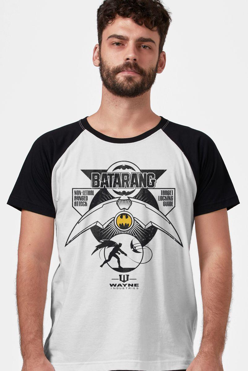 Camiseta Raglan Masculina Batman Batarang + Cartela de Adesivos GRÁTIS