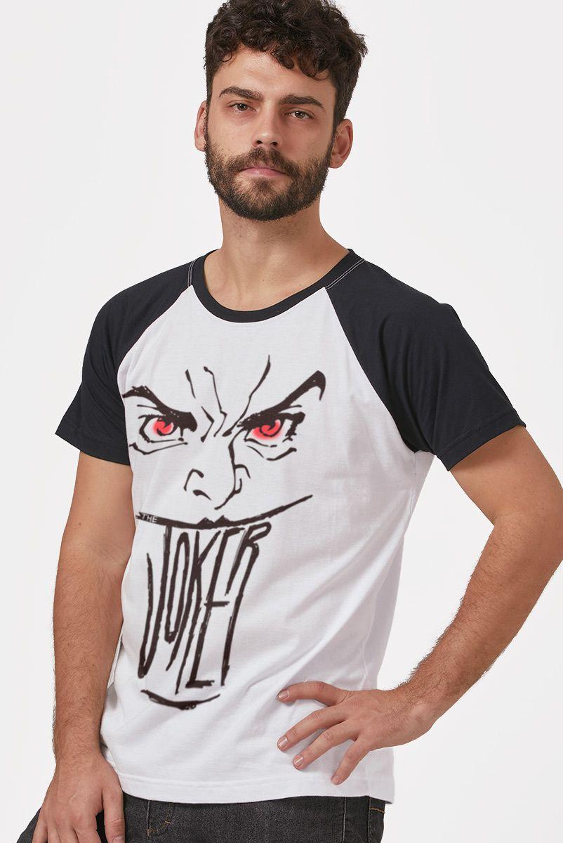 Camiseta Raglan Masculina Coringa Sorriso de Olhos Vermelhos
