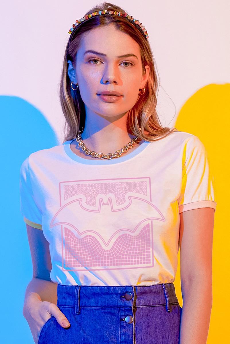 Camiseta Ringer Feminina Batman Logo Dimensões