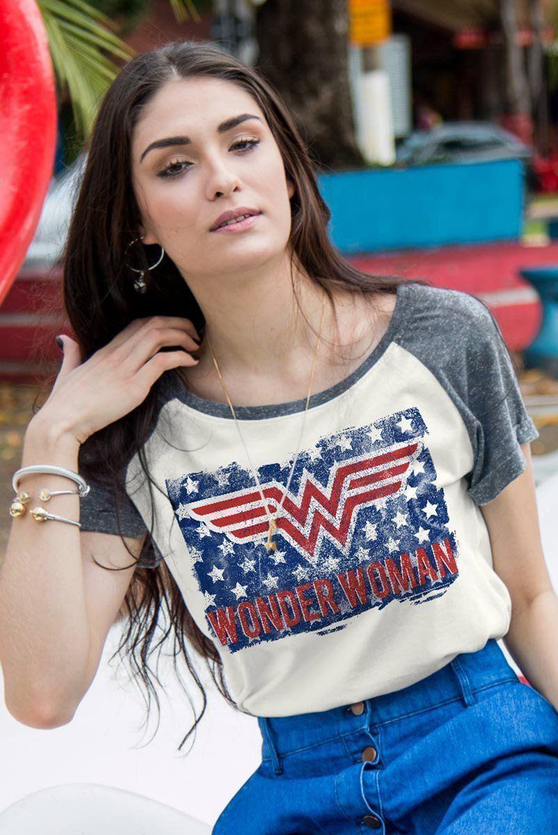 Camiseta Raglan Feminina Mulher Maravilha Flag