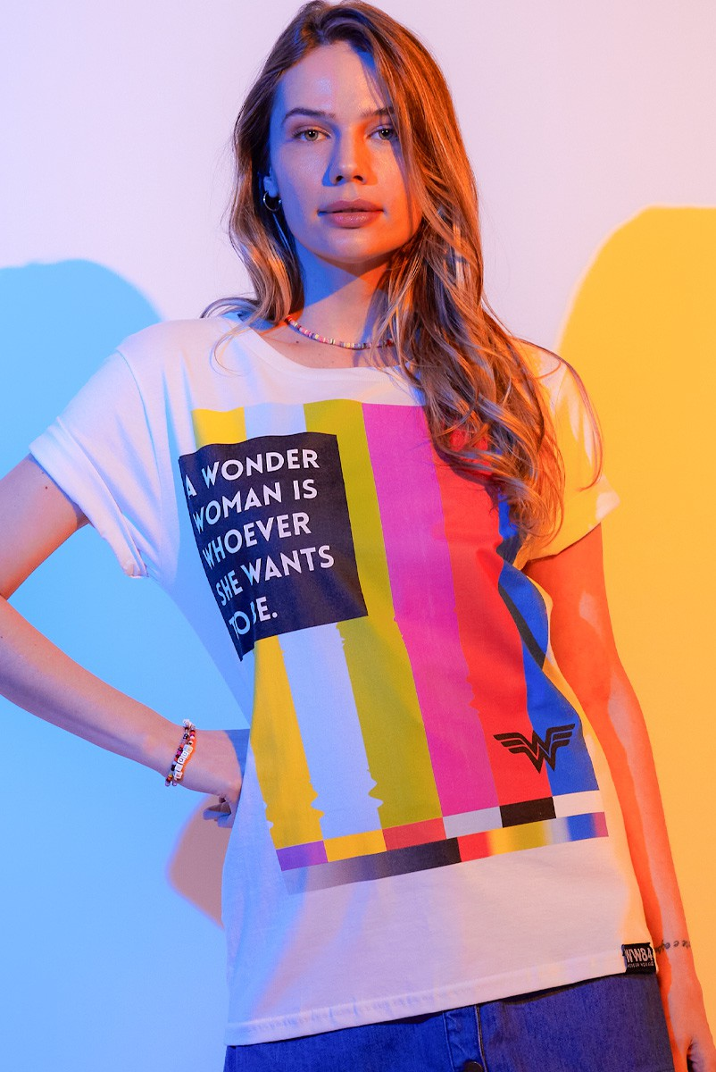 T-shirt Feminina Mulher Maravilha 1984 VHS