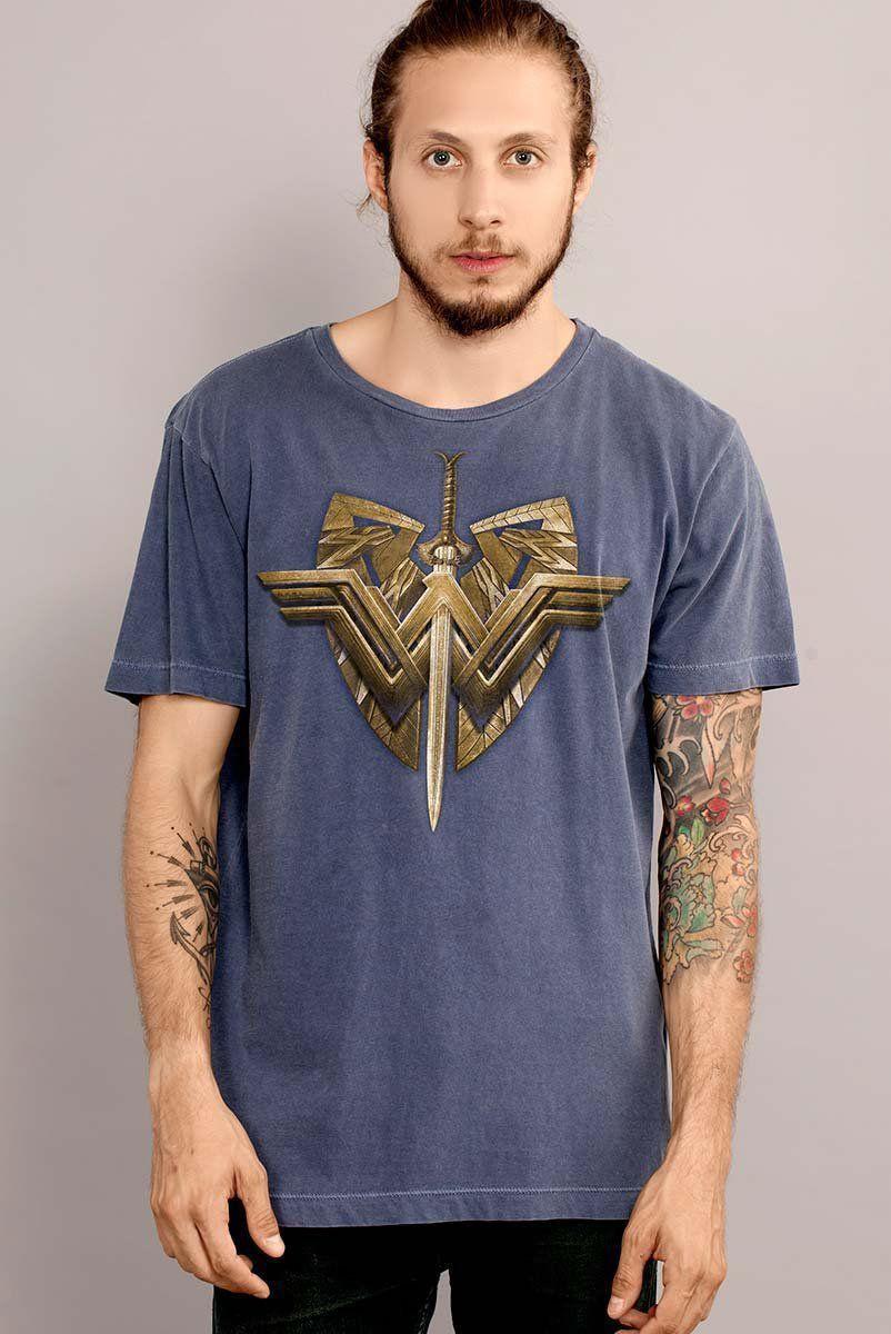 T-shirt Premium Masculina Mulher Maravilha Sword & Emblem