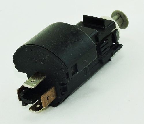 Sensor Interruptor Do Pedal De Freio Corsa 45104209149765 45104309149766