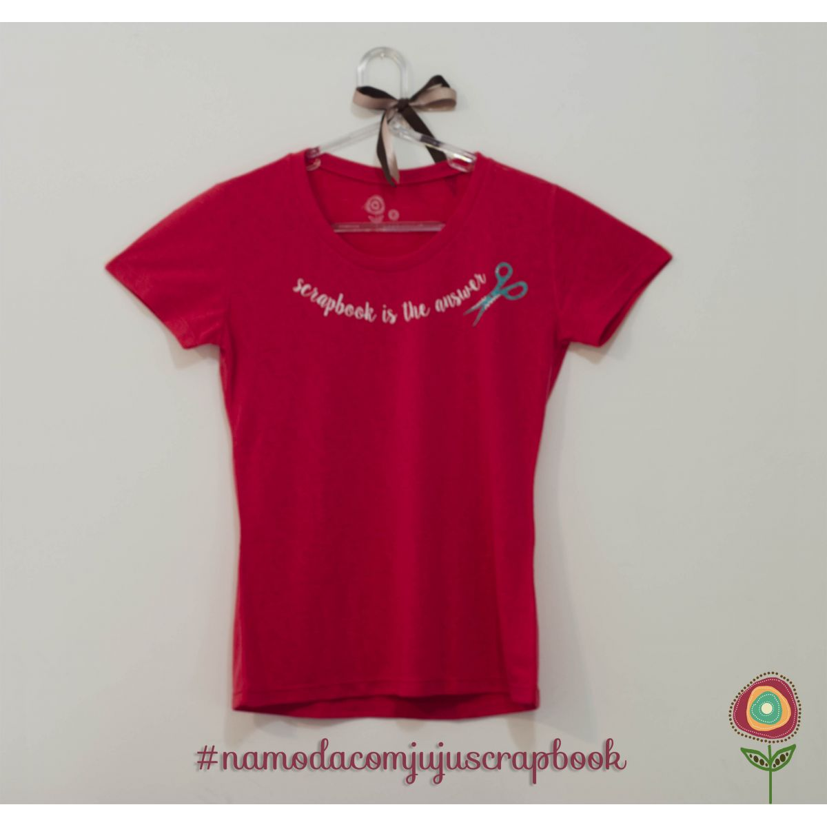 T-shirt Modelo Scrapbook is the Answer (cor melancia) - Coleção Love Scrap / JuJu Scrapbook  - JuJu Scrapbook