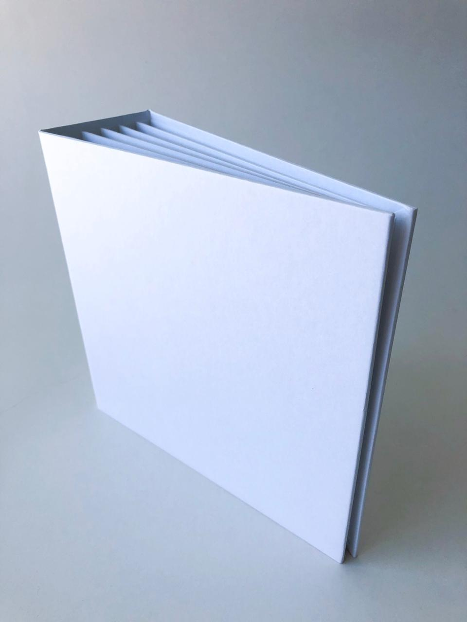 Álbum 20 x 20 com lombada Branco - JuJu Scrapbook  - JuJu Scrapbook