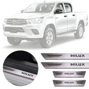 Soleira de Aço Inox Premium Escovado Toyota Hilux 2013 14 15 16 17 18 19 Cabina Dupla