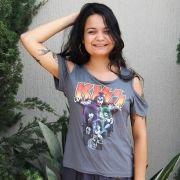 Camiseta Feminina Ombro Kiss Band