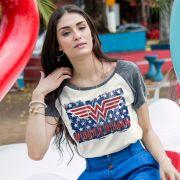 Camiseta Raglan Feminina Wonder Woman Flag