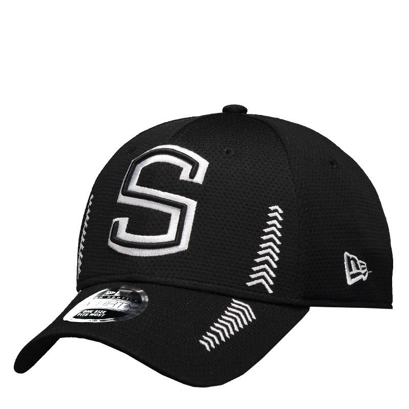New Era Santos 39Thirty Black Cap - FutFanatics 1e479f63294