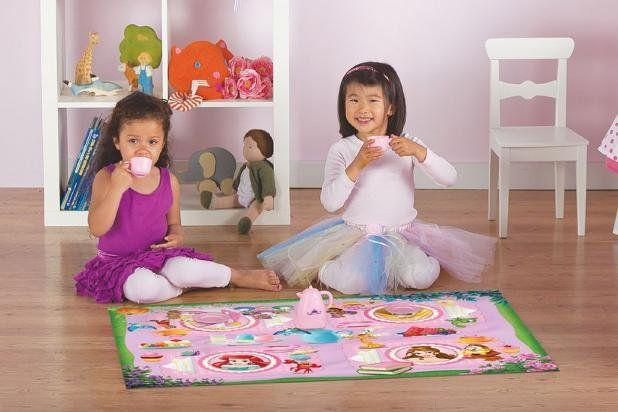 Tapete Infantil Disney 0,66x1,00 Chá das Princesas c/ Brinquedo Corttex