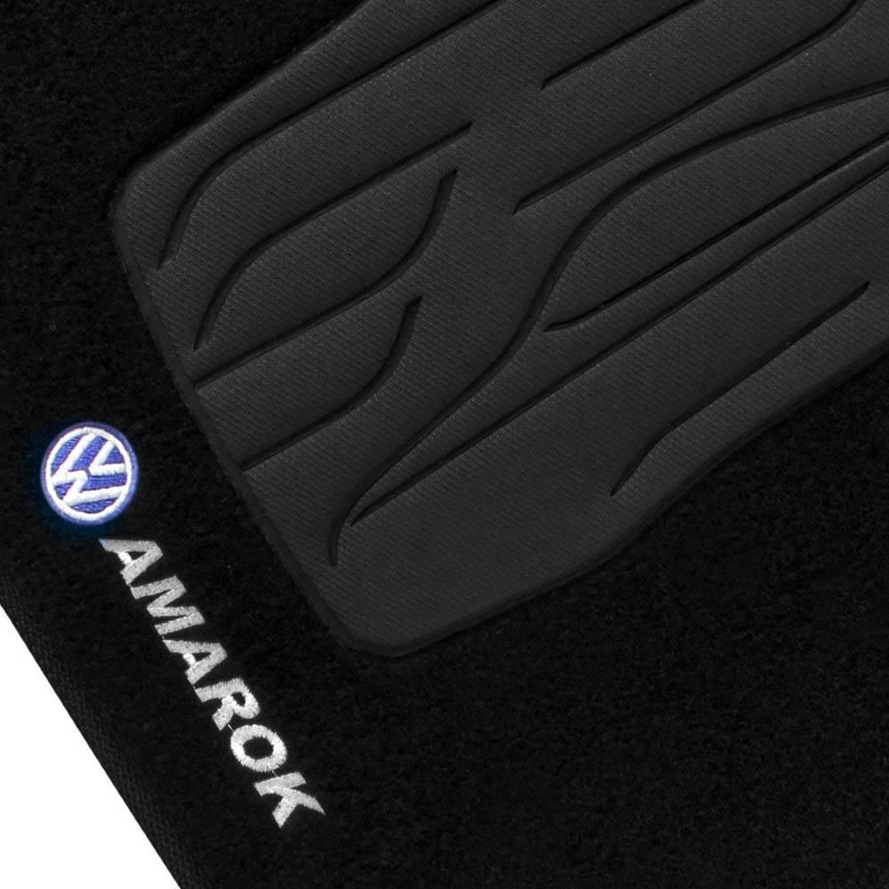 Tapete Carpete Grafite Logo Bordado VW Amarok 2010 até 2015