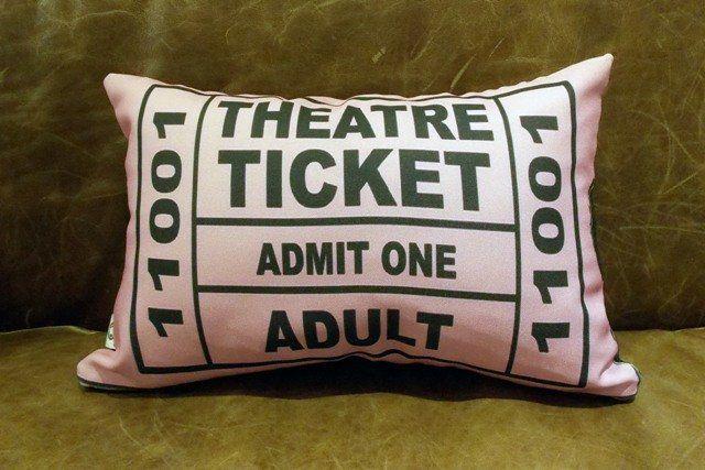Capa de Almofada Theatre Ticket Rosa 25x35cm Cosi Dimora