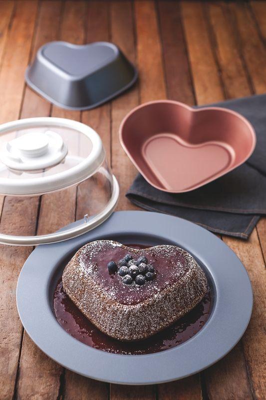 Forma para bolo coração Tramontina de alumínio com revestimento interno de antiaderente 23cm