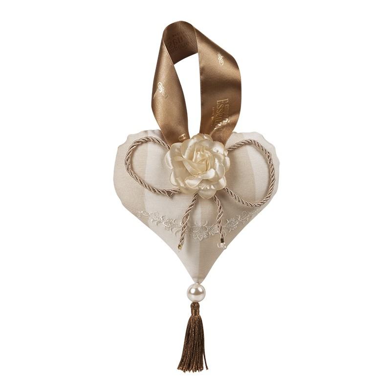 Coração em Tecido Bordado 14x15cm