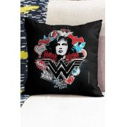 Almofada Wonder Woman She's a Threat