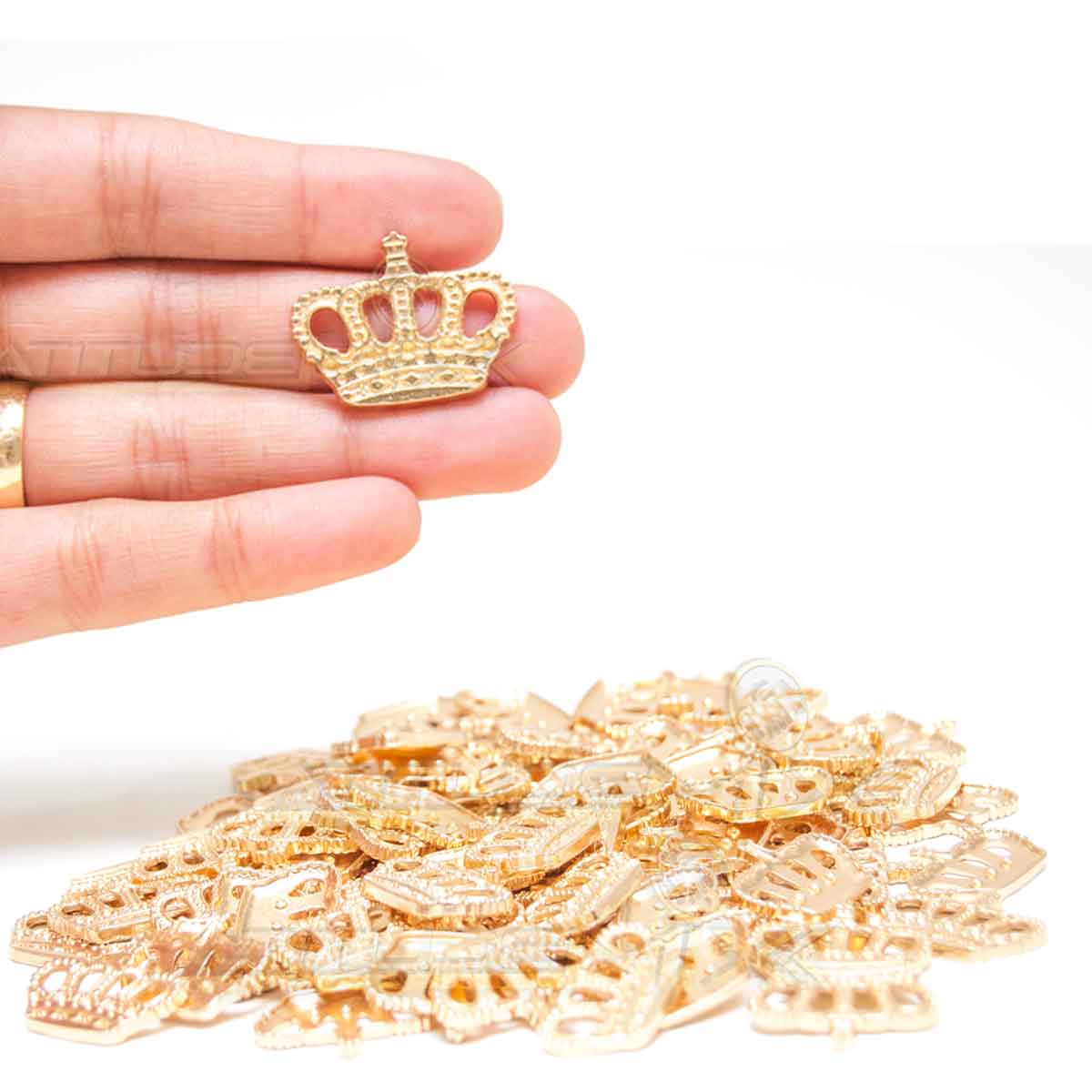 Kit 90 Coroas Douradas Metal Lembranças Decoração Enfeites