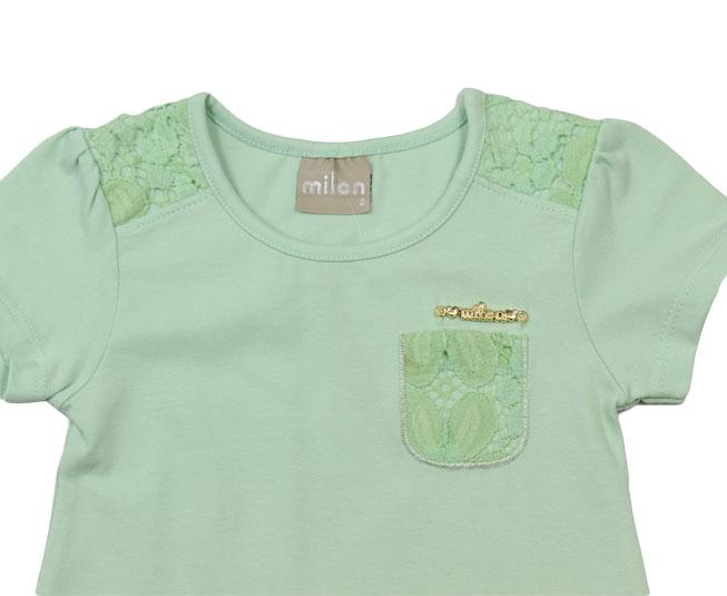 Camiseta Verde Marinho Detalhes de Flores Milon