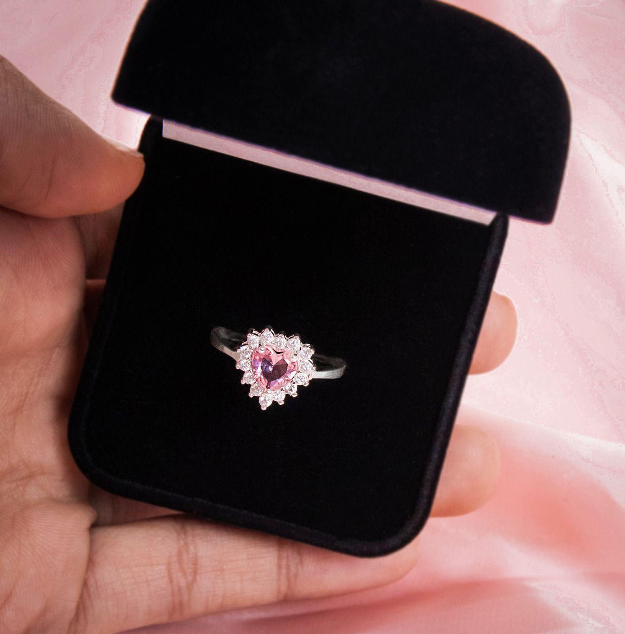 Anel Coração Cravejado Rosa