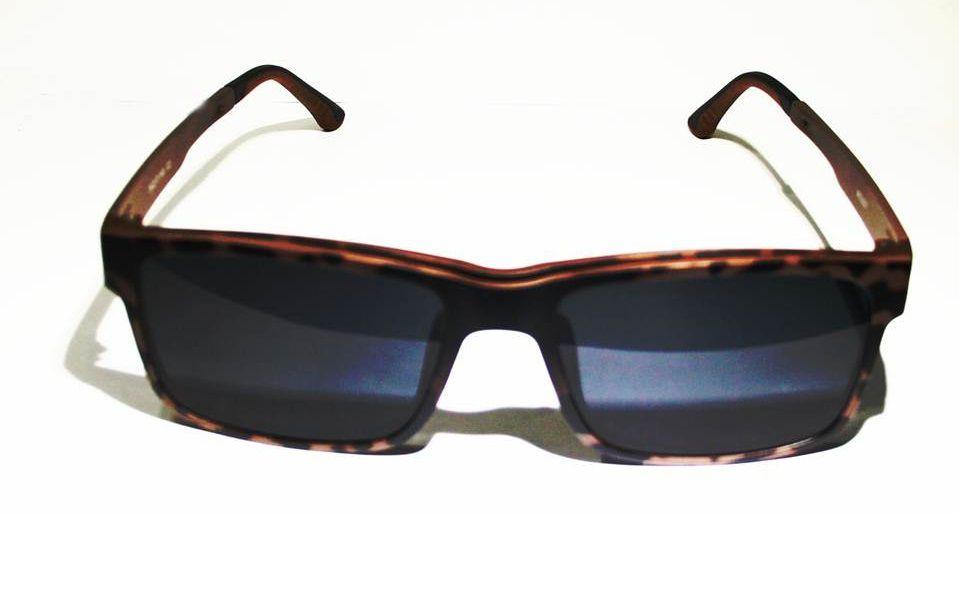 79499de8c2d6e ... Armação Oculos Grau Com 2 Clip On MC3227 C2 Preto Marrom Polarizado ...