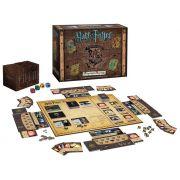 Jogo de Tabuleiro Hogwarts Battle: Harry Potter (A Cooperative Deck-Building Game) - USAopoly (Apenas Venda Online)