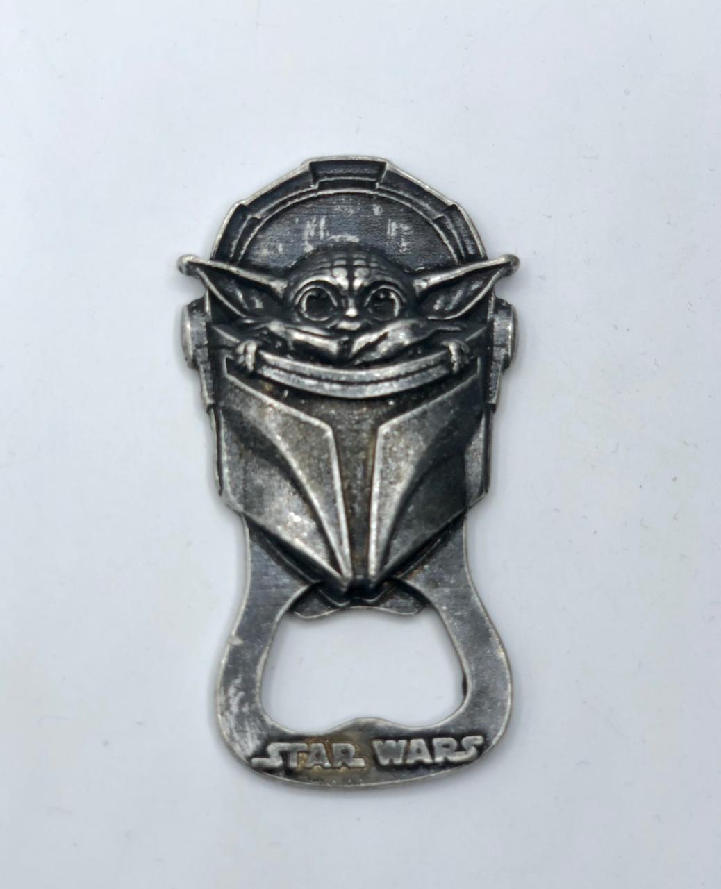 Abridor de Garrafa Com Imã Baby Yoda (The Child): Star Wars The Mandalorian (Chumbo)
