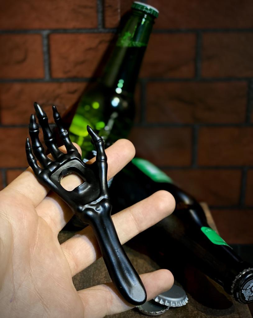 Abridor de Garrafa Mão Esqueleto Preto