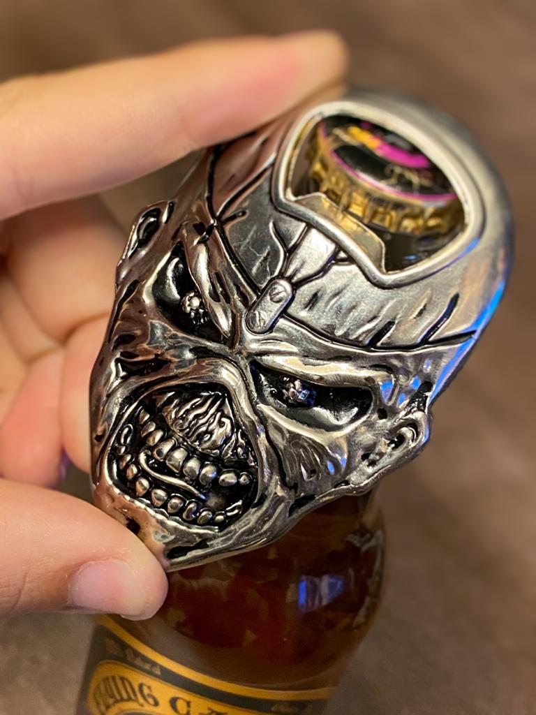 Abridor de Garrafas Com Imã Eddie: Iron Maiden - EV