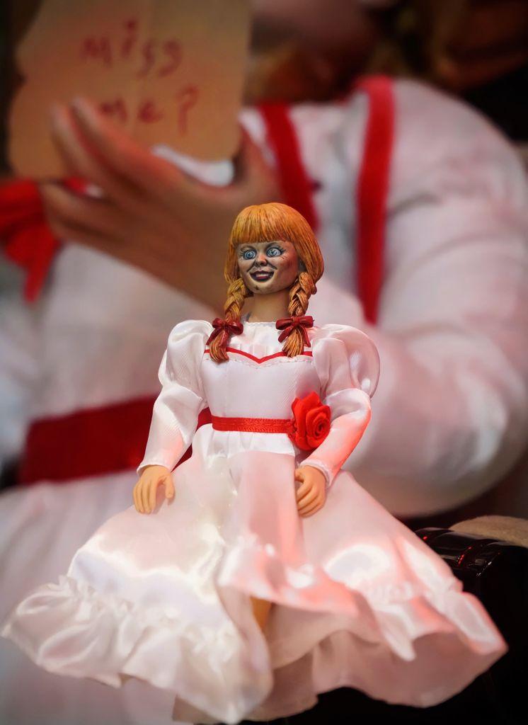 Action Figure Boneca Annabelle: Annabelle De Volta Para Casa Comes Home Invocação Do Mal The Conjuring - Neca