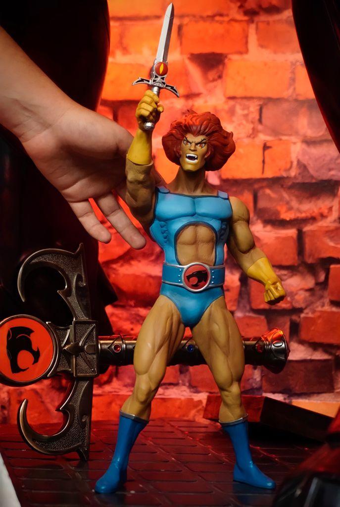Action Figure Boneco Lion-O: Thundercats Mega Scale - Mezco - MKP
