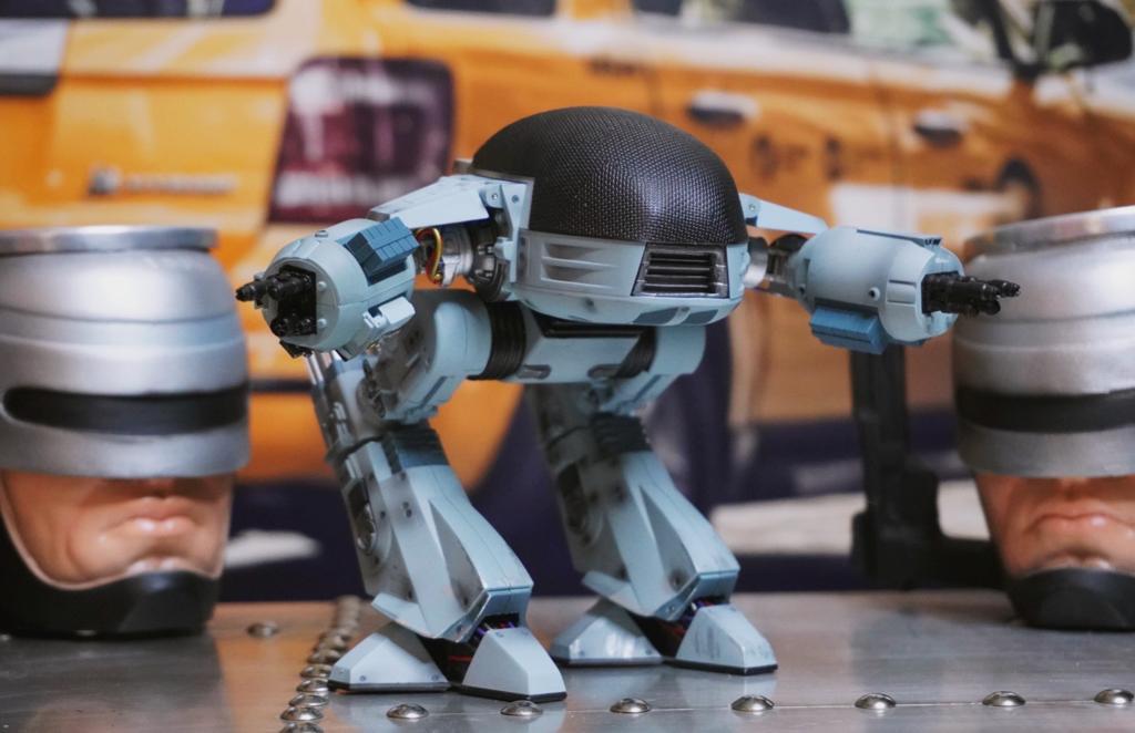 Action Figure Colecionável ED-209 RoboCop Clássico 1987 Com Som Escala 1/18 - Hiya Toys