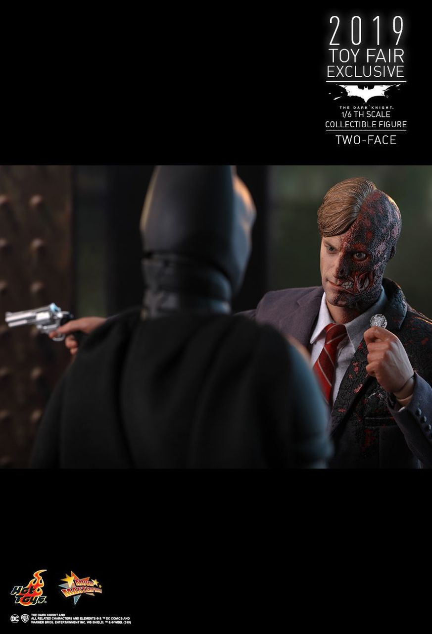 Action Figure Duas-Caras (Two Faces): Batman O Cavaleiro das Trevas (The Dark Knight) MMS546 (Escala 1/6) - Hot Toys