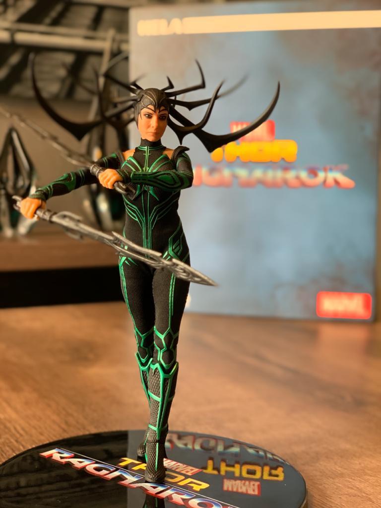 Action Figure Hela: Thor Ragnarok - One:12 Collective (Escala 1/12) Boneco Colecionável - Mezco