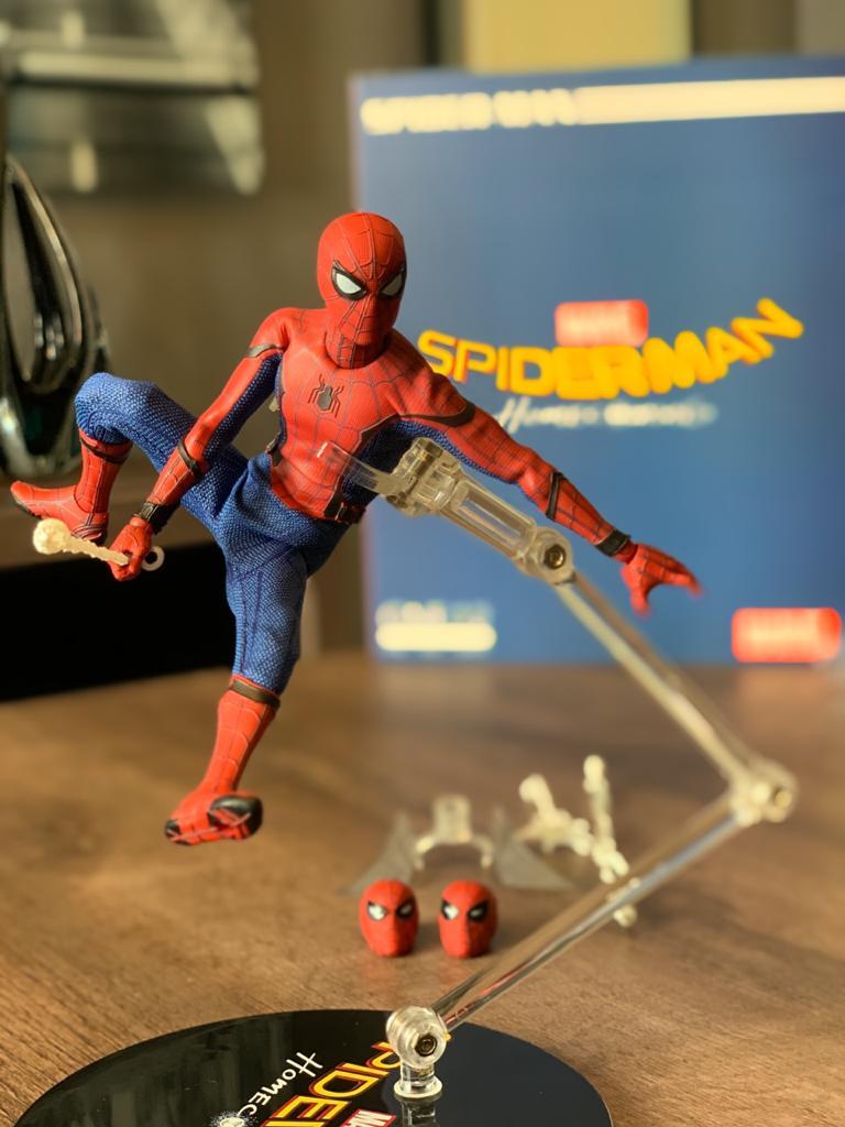 Action Figure Homem Aranha (Spider-Man): Homem-Aranha De Volta ao Lar (Homecoming) Marvel One:12 Collective Escala 1/12 - Mezco