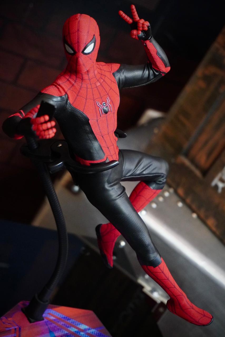 Action Figure Homem-Aranha (Spider-Man Upgraded Suit): Homem-Aranha Longe de Casa Far From Home MMS542 Escala 1/6 Marvel - Hot Toys