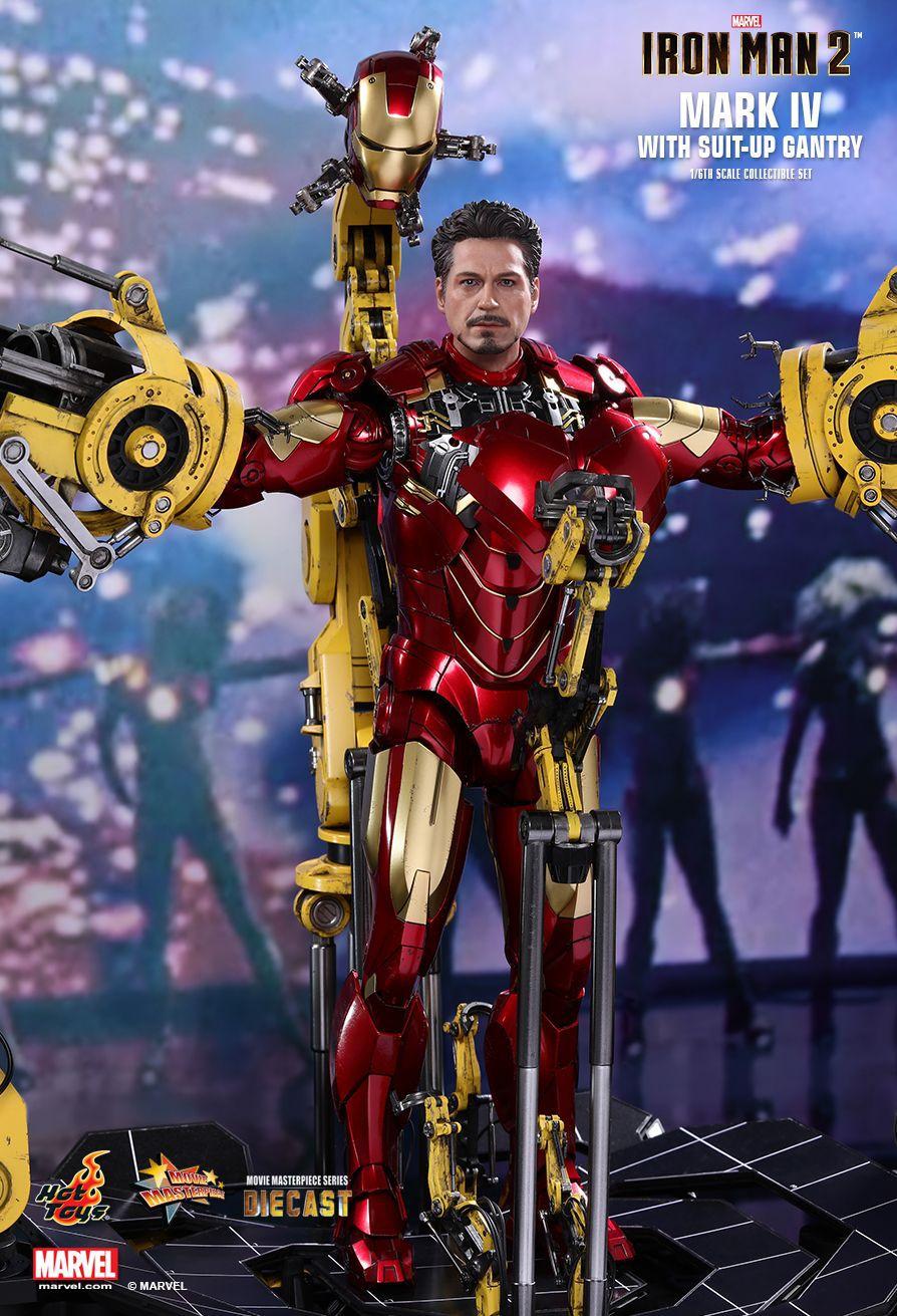 Action Figure Homem de Ferro Mark 4 (Iron Man Mark IV Suit-Up Gantry): Homem de Ferro 2 (Iron Man 2) Escala 1/6 (MMS462D22) - Hot Toys