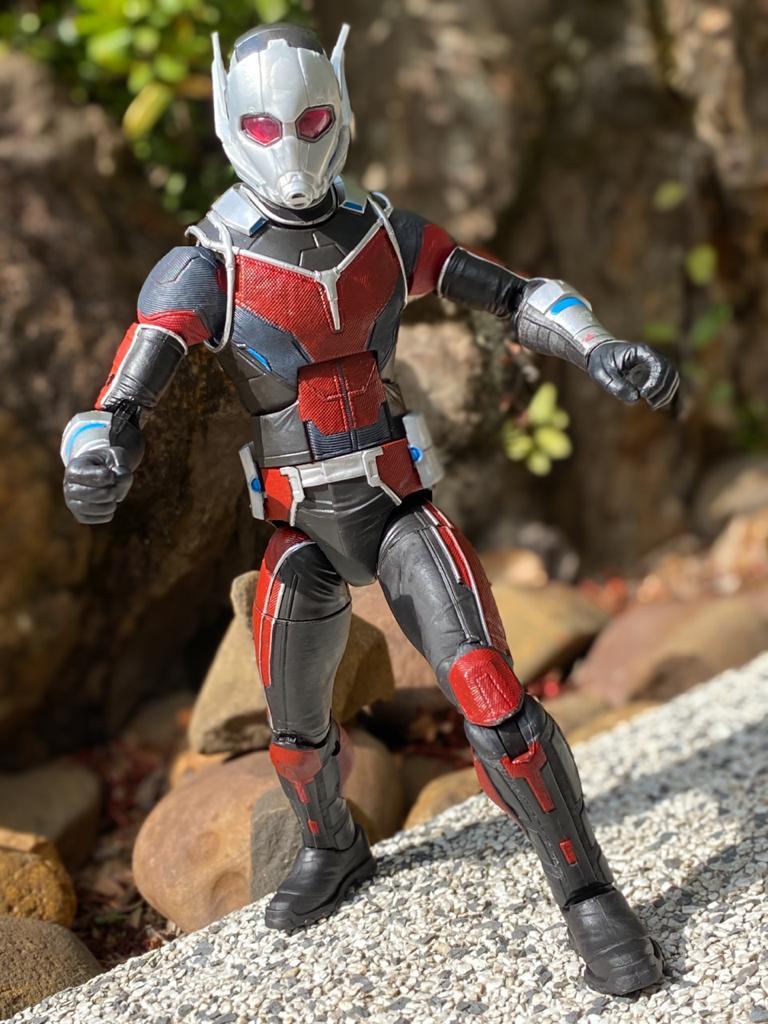 Action Figure Homem-Formiga (Ant-Man) (Giant-Man): Capitão América Guerra Civil (Civil War) Legends Series - Hasbro