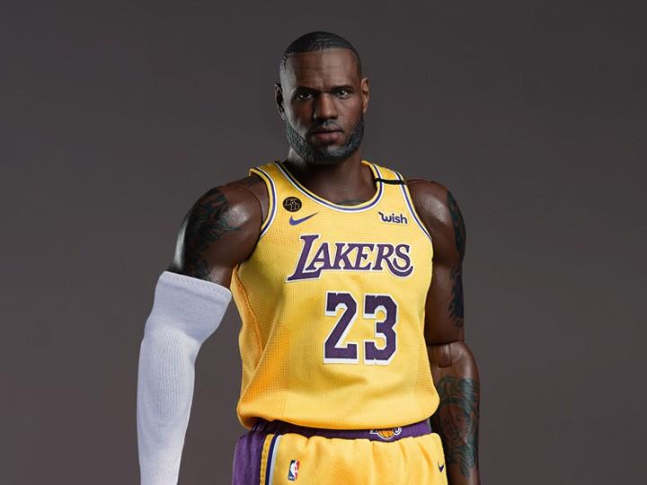 PRÉ VENDA: Action Figure LeBron James: Lakers Home NBA Real Masterpiece  (Escala 1/6) - Enterby