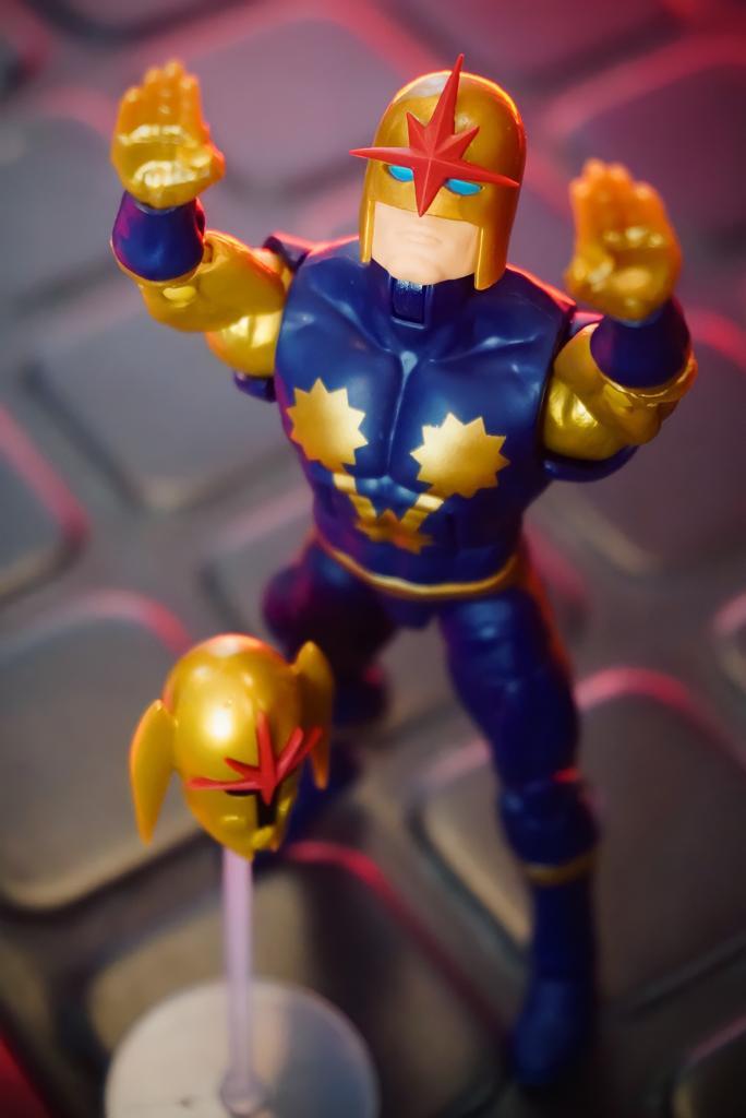 Action Figure Nova: O Homen Chamado Nova Marvel Legends Serie - Hasbro