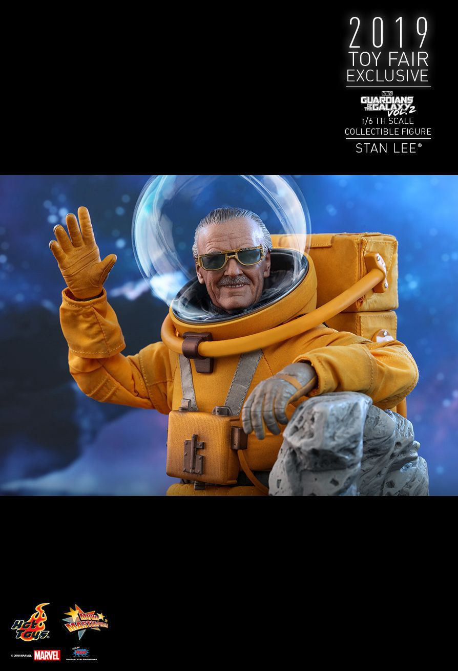 Action Figure Stan Lee: Guardiões da Galáxia Vol. 2 (Guardians of the Galaxy Vol. 2) (MMS545) Escala 1/6 - Hot Toys