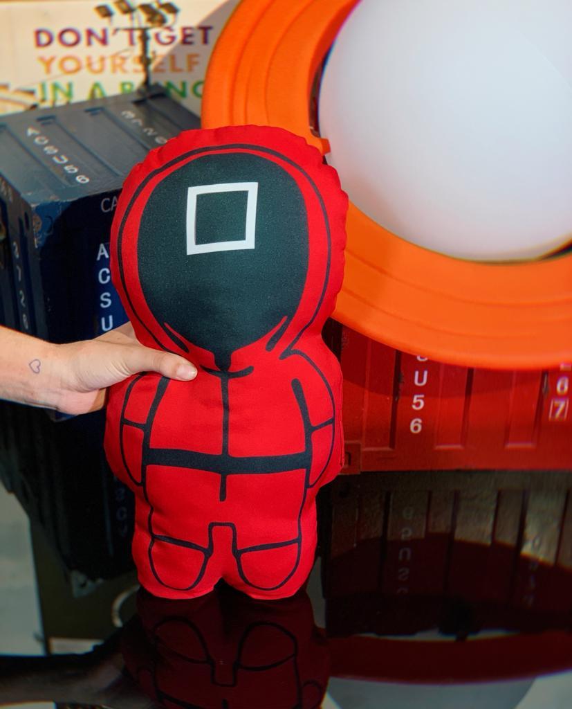 Almofada 3D Símbolo Quadrado Supervisor Coordenador Round 6 Squid Game Netflix - EV